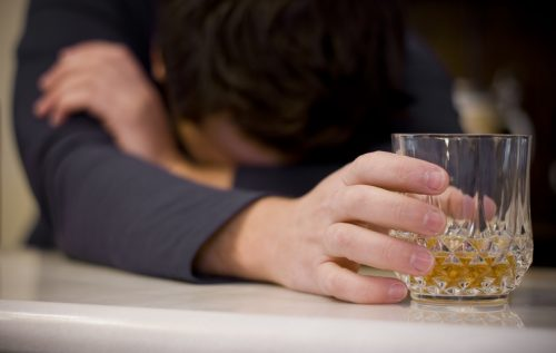 Plano de saúde deve custear tratamento de dependência alcoólica
