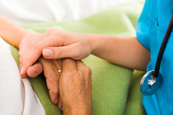 TRF4 determina que Fusex mantenha serviço de home care a idosa de 91 anos