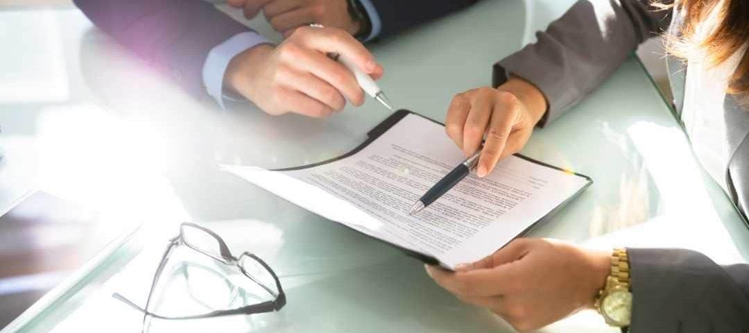 Direito à revisão de benefício previdenciário cujo mérito não foi apreciado na concessão decai em dez anos