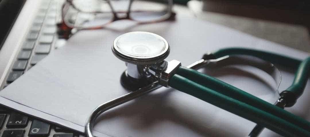 Médico é condenado a indenizar paciente que teve cicatrizes após cirurgia plástica