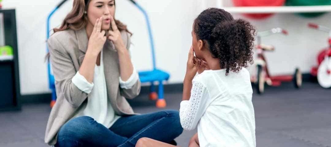 Plano de saúde deve custear tratamento de criança com transtorno da fala