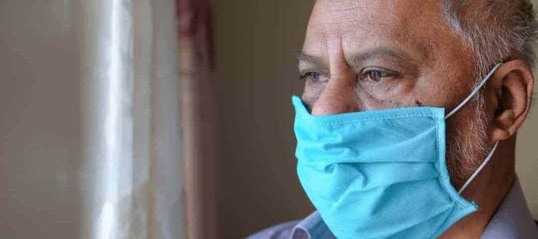 Juíza manda município custear remédios a idoso com sequelas da COVID